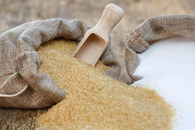 Doi saci cu zahăr: brun si alb