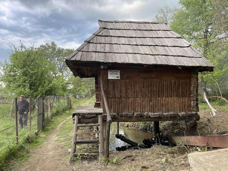 Moara Brușoanea, din Rudăria, este una din cele 20 de mori din sat care macină și azi / Otilia Ghițescu / RFI