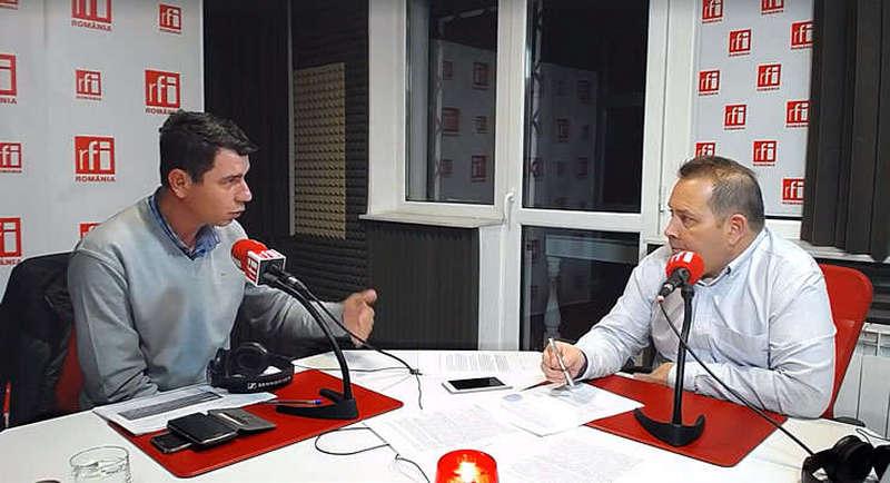 Emil Dumitru și Cătălin Lenta in studioul radio RFI Romania