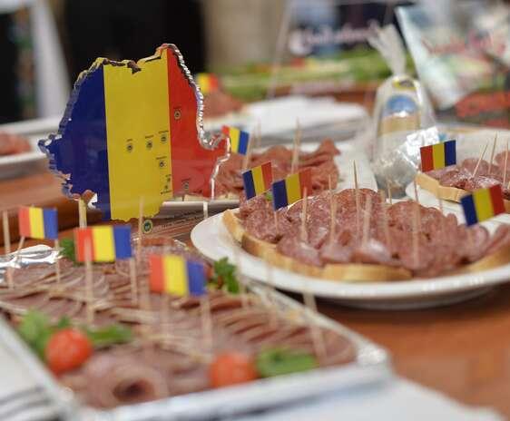 Produse româneşti sunt expuse la un eveniment de degustare a produselor omologate la Ministerul Agriculturii
